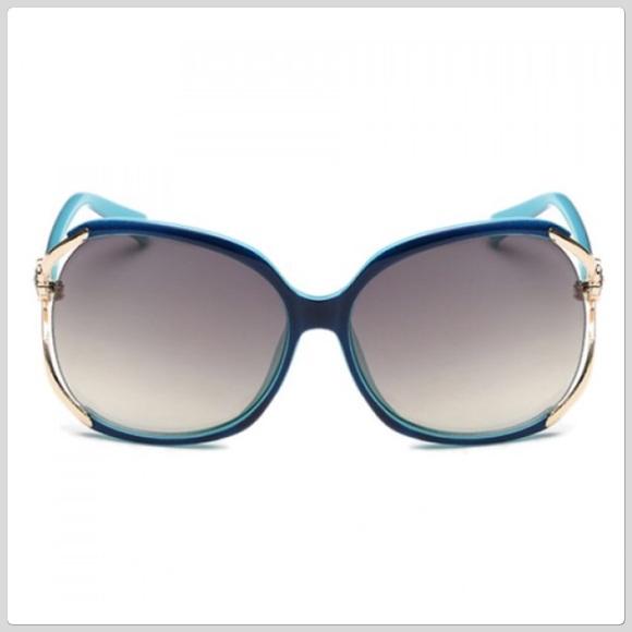 349e1ec9be06 HP NWT Blue UV Polarized Flower Sunglasses